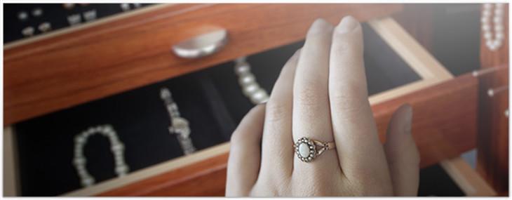 Jewelry Safes Preserve Yesterdays